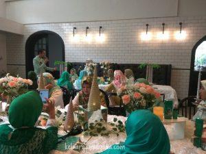 azalea hijab dating suasana